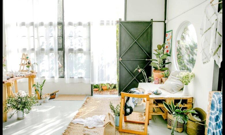 Design aspects of mid-century furniture